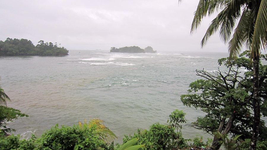 Raue See vor der Küste